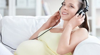 Does the voice during pregnancy