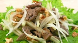 Как приготовить салат из куриной печени с орехами