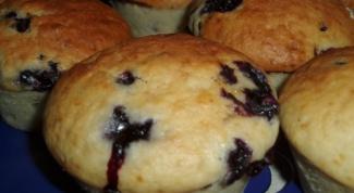 Бисквитные кексы с черной смородиной