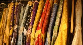 Облачения каких цветов используют православные священнослужители за богослужением
