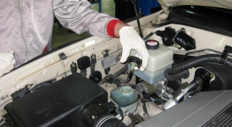 How to check oil in power steering