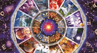 What Zodiac sign fits the female Aquarius