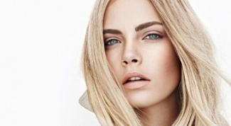 How to dye eyebrows blonde
