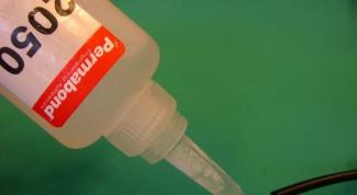 Как лучше всего склеить пластмассу