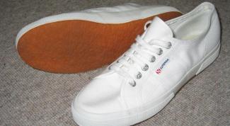 Как убрать черные полосы с обуви