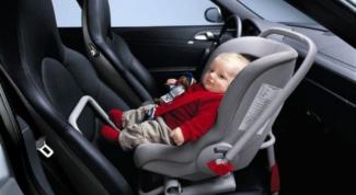 С какого возраста ребенка можно сажать в автолюльку