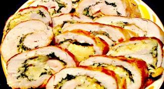 Рулеты из куриной грудки с сыром гауда и базиликом