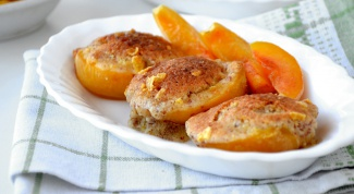 Как запечь персики с миндальным кремом