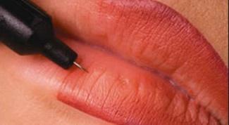 Как татуаж может увеличить губы