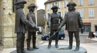 Как звали всех трех мушкетеров