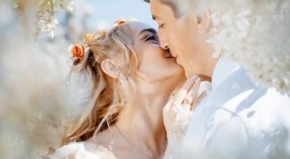 Когда вступать в брак: приметы по месяцам