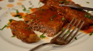 Нежный говяжий бифштекс с томатным соусом