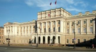 В каком году Ленинград переименовали в Санкт-Петербург