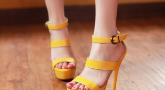 Multicolored summer: yellow sandals