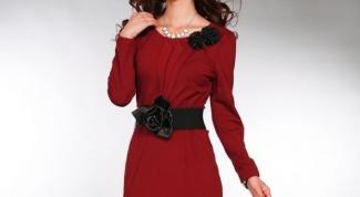 Выбираем изящное бордовое платье