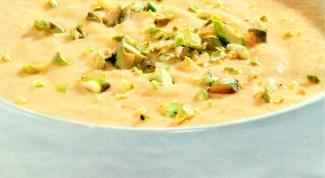 Куриный суп  с фисташками, сливками и рисом