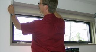 Как установить рулонные шторы