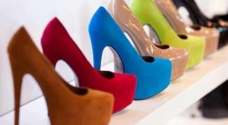 Какие туфли надеть к синему платью