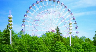 What is the Ferris wheel in Moscow, the highest