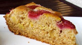 Как приготовить пирог с цельнозерновой мукой и консервированными фруктами