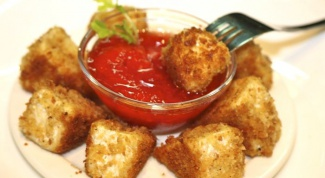 How to cook fried cheese with tomato sauce