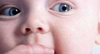 Как меняется цвет глаз у детей