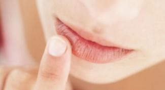 Как предотвратить появление трещин на губах