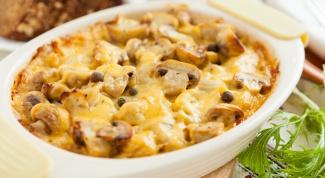 Как готовится сливочно-сырная запеканка с грибами и картофелем