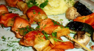 Куриный шашлык с помидорами черри и ананасом