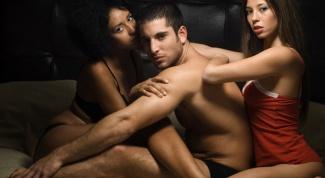 Как склонить девушку к сексу втроем