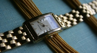 How to change the bracelet on the watch