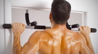 What muscle develops horizontal bar