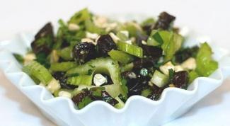 Как приготовить салат с черносливом и сельдереем