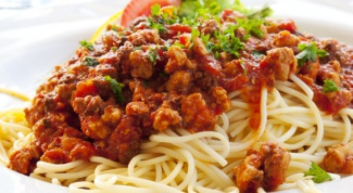 Спагетти с мясным соусом по-домашнему