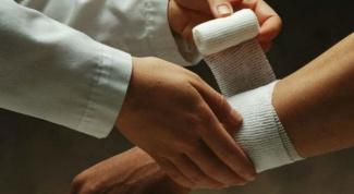 Как снять боль в кисти руки при вывихе