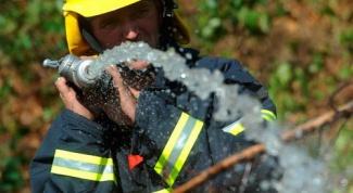 Как пожарные тушат дома