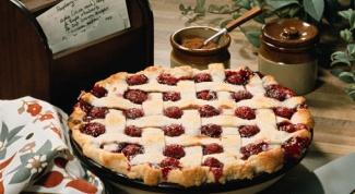 Пирог с персиками и вишней
