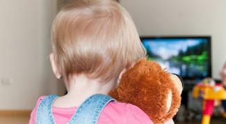 Какого возраста ребенку можно смотреть телевизор