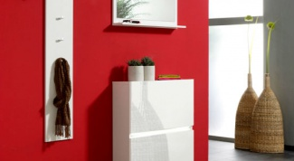 Яркий вход в дом: красная прихожая