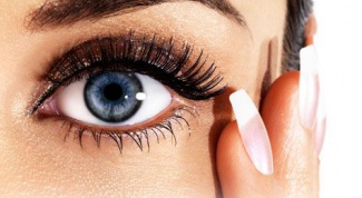 Уход за кожей вокруг глаз и ресницами