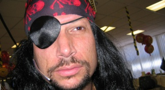 How to dress for pirate party