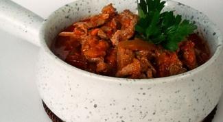 Говядина с огурцами и грибами в стиле азу по-татарски