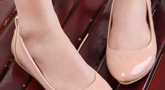 Как и с чем носить лаковые балетки