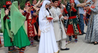 Traditions and customs Armenian wedding