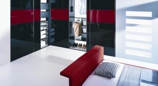 Шкафы купе со стеклянными дверями: плюсы и минусы
