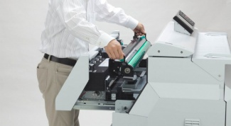 What are the differences between a plotter from a printer