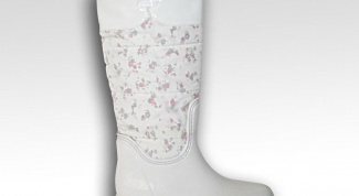How to clean white rubber boots