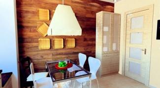 Интерьер с ламинатом на стене