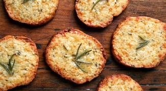 Как приготовить хрустящие сырные крекеры