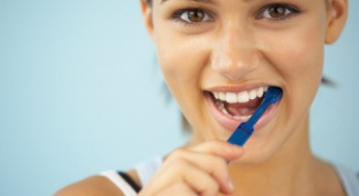 Whether to brush your teeth with tooth powder